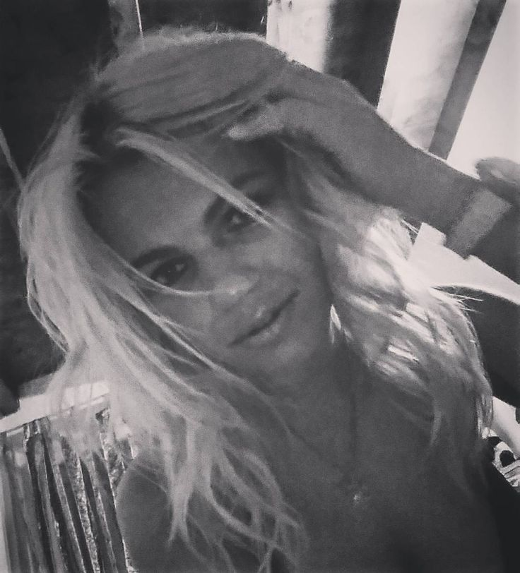 """просто фото """"and you are not bothered to shake the air?/non si preoccupa di scuotere l'aria? Ps good night people... #it#italia#italy#natural #love#amici#friends#life#allforme #ragazza#blondehair#blonde#girl#traveling#milano#milan#brescia#bs#life#happyday#happy#happiness#sun#train#vita#dream#dreams#fashion#color#passion#smile """" от annette163 May 28 2016 at 11:11AM"""