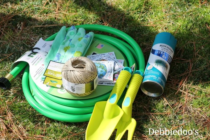 How to make your own garden hose wreath
