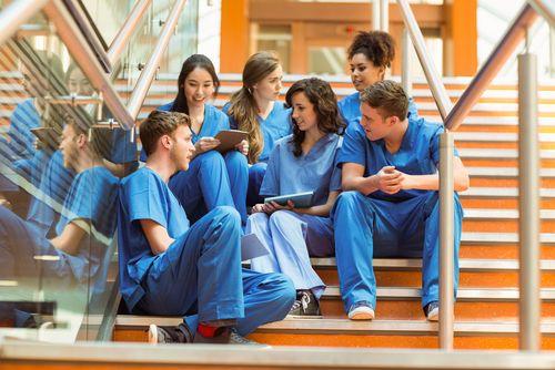Neue Zahlen zeigen, welche Abiturnote Bewerber brauchen,  um sich für Medizin, Pharmazie, Tier- und Zahnmedizin einschreiben zu können - und welche Wartezeiten auf sie zukommen, wenn die Note nicht stimmt...