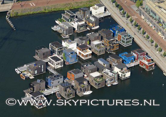 Woonwijk IJburg met woningen in deel steigereiland