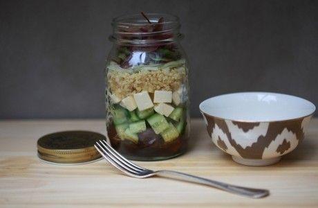 Salada mediterrânea com quinoa no pote   Panelinha - Receitas que funcionam