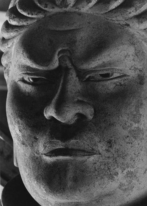 Kōmoku-ten 広目天 of Tōdai-ji Kaidan-in in the 13th century, by Ken DOMON 1967