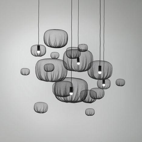 NENDO : FLOATING NETTING LAMP// WOW, la légèreté de toiles d'araignées et la grâce de méduses! Quoi? Mais non, je ne plaisante pas.