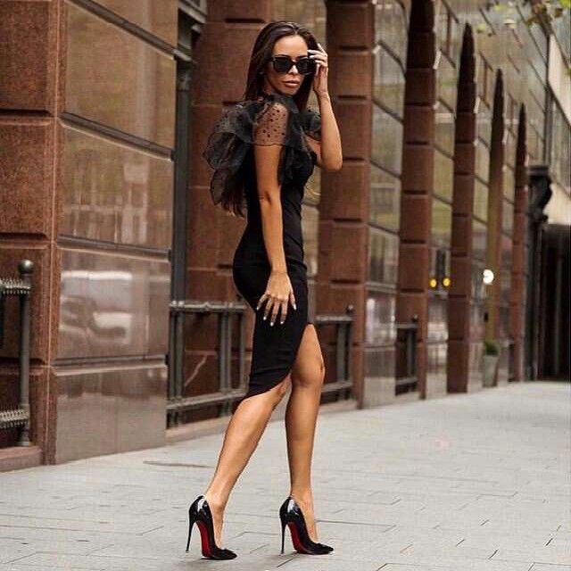 Isabel Garcia catchy and extravagant black dress. Shop it now online! http://bit.ly/1EdUdHu
