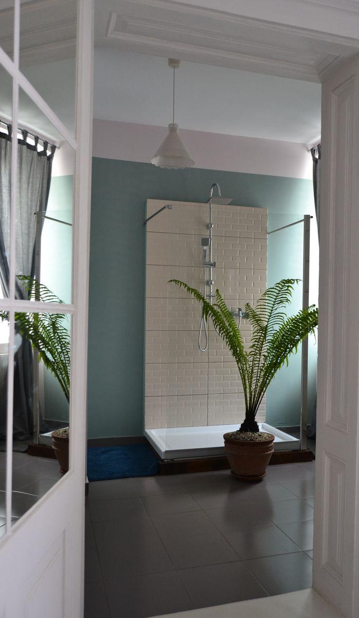 Bathroom wall painted dix blue @ Felinarul Residence