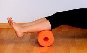 (Zentrum der Gesundheit) – Die Faszien - auch Bindegewebe genannt - finden häufig ausschliesslich im Zusammenhang mit Cellulite Beachtung. Damit wird das Fasziengewebe leider völlig unterschätzt. Denn es befindet sich überall im Körper und entscheidet somit auch in nahezu allen Bereichen über unsere Gesundheit. Sind die Faszien verklebt oder verhärtet, kann dies zu den unterschiedlichsten Beschwerden führen – von Gelenkschmerzen über Nacken-, Schulter-, Rücken- oder Bauchschmerzen bis hin…