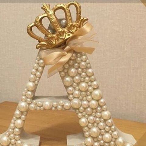 Super linda ficou essa inicial da Amanda! A mamãe optou pelo dourado! Encomendas 31985250900 Watsapp, pode ser para ornamentar porta, bancada e mesa de doces! @batisado @festadeumano @fashion @MDF @ornamentação