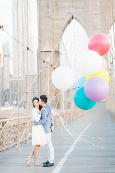 Balloons and the Brooklyn Bridge: http://www.stylemepretty.com/little-black-book-blog/2015/06/25/springtime-nyc-engagement-session-5/ | Photography: Koman Photography - http://komanphotography.com/
