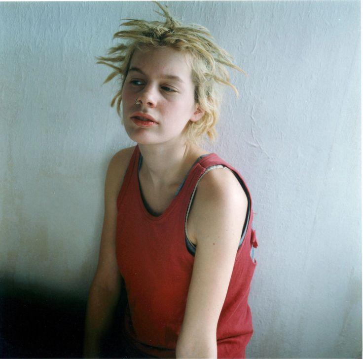 de nederlandse fotograaf hellen van meene fotografeert al 20 jaar ongemakkelijke tieners | watch | i-D