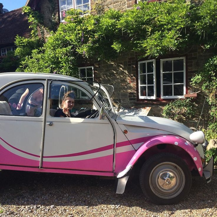 Feels like #summer  @hebe.mck @willow_mckenzie #2cv #dolly #polkadots #sussexpoultry