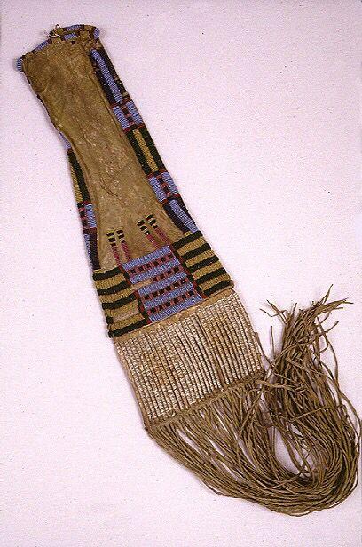 Сумка для трубки, Шайены. Длина 82 см. Период 1860. Pomona College Museum of Art.