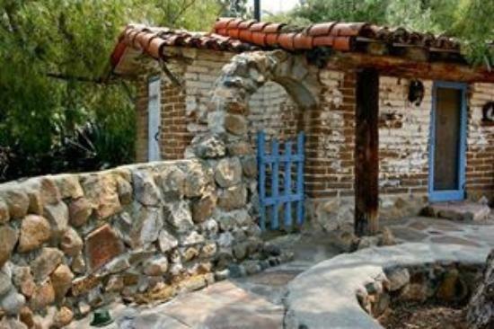 Gate wall
