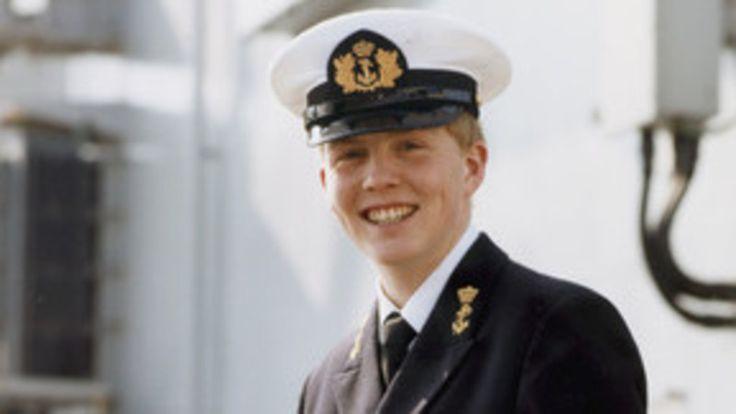 De kleren van de koning: uniform of kostuum? | NOS. marine 1986.