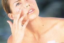 Can Any Over-the-Counter Creams Tighten Loose Skin? #howtotightenlooseskinonface Natural Skin Tightening, Skin Tightening Cream, Skin Firming, Creme Com Retinol, Skin Tightening Procedures, Loose Skin, Skin Care Remedies, Prevent Wrinkles, Tan Skin