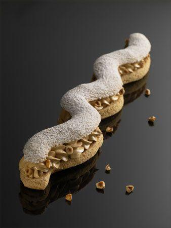 Paris-Montaigne   Pasta choux, crema de praliné  y con avellanas de Piamonte   #ChristopheMichalak