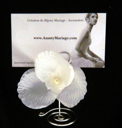 Marque place cérémonie Fleur pour table de mariage. http://www.azantymariage.com/marque-place-ceremonie-fleur,fr,4,marquefleur.cfm
