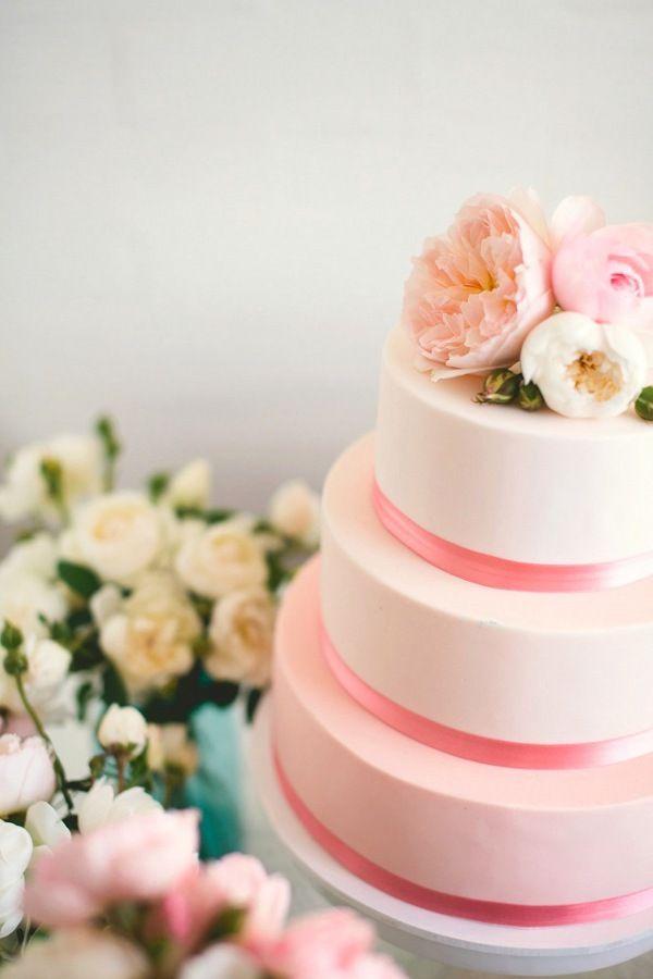 Simple but BEAUTIFUL! #weddingcake