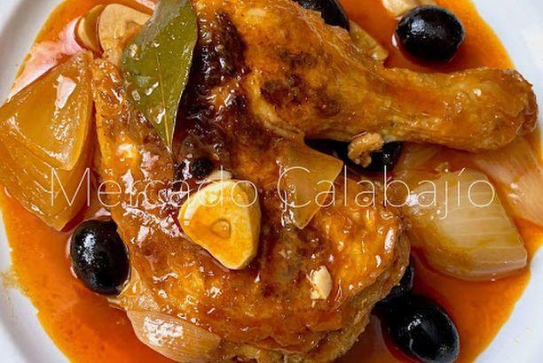 Guiso De Pollo Con Pimentón Cebolla Y Aceitunas Negras Mercado Calabajío Pollo Guisado Pollo Con Pimientos Pollo