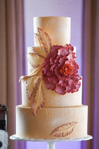 Gold + Floral #WeddingCake I Urban Magnolia Weddings and Events