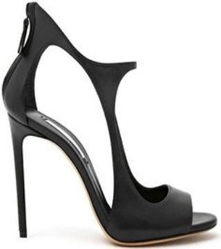 Deixe sua produção de sábado à noite ainda mais poderosa com uma sandália como esta, que apesar de ser preta não tem nada de básica! Clica na bio pra ver tudo! / ¿Que te pareces lucir más estilo en tu look de hoy con una zandalia negra, pero nada sencilla?Pinche el enlace en la bio para leer todo. #poeopeae #richelux #sandal #shoes #heel #zapatos #zandalia #tacones #sapatos #sandalia #salto #instashoes #shoegram #shoelovers #shoeholic