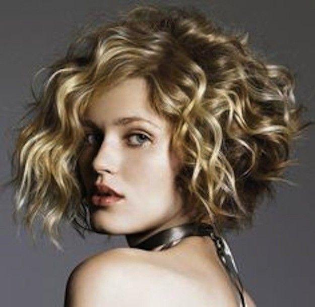 Cortes de pelo rizado corto para mujeres otoño/invierno 2014-2015: fotos looks