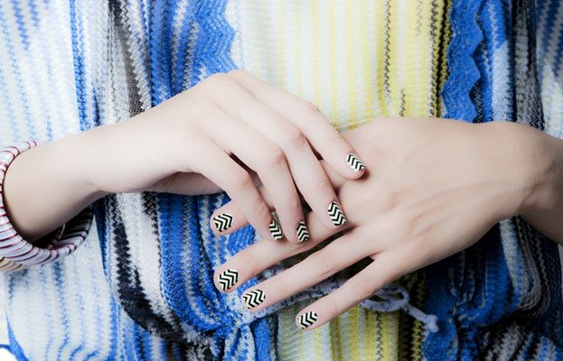 a new way to wear Missoni's signature zigzag print, really cute ;)