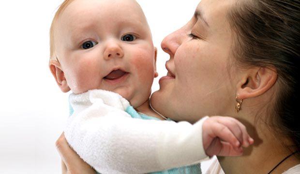 Le développement du jeune enfant est essentiellement relié à sa capacité d'enregistrer tous les stimuli qui l'entourent. Par l'ouïe, l'enfant apprend le langage et la communication. Il est donc important de savoir comment détecter dès son plus jeune âge les premiers signes de surdité.