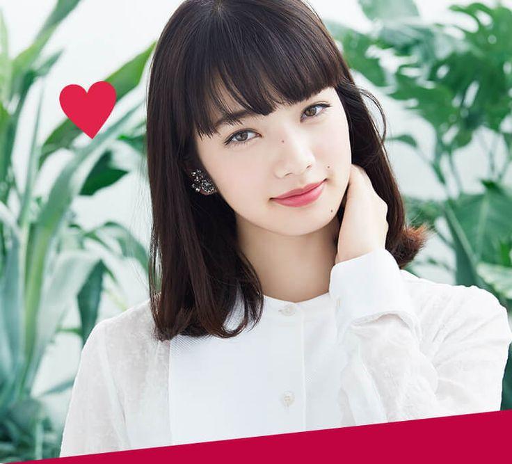 小松菜奈とは、1996年2月16日生まれ東京都出身の女優・モデル。2008年「ニコ☆プチ」(新潮社)のモデルとしてデビュー。2014年、映画『渇き。』で女優デビューし、第38回 日本アカデミー賞で新人俳優賞受賞。2016年、映画『溺れるナイフ』で映画初主演を果たす。