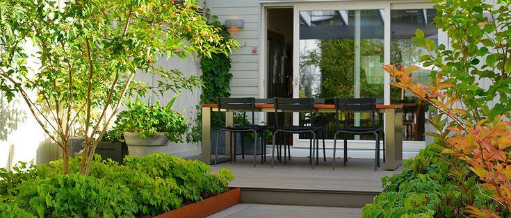 Trädgårdsdesign i Sollentuna. Trädgårdsritningar med material- och växtförslag, belysning, utomhus möblering, trädgårdstyling, konsultation och projektledning vid anläggning.