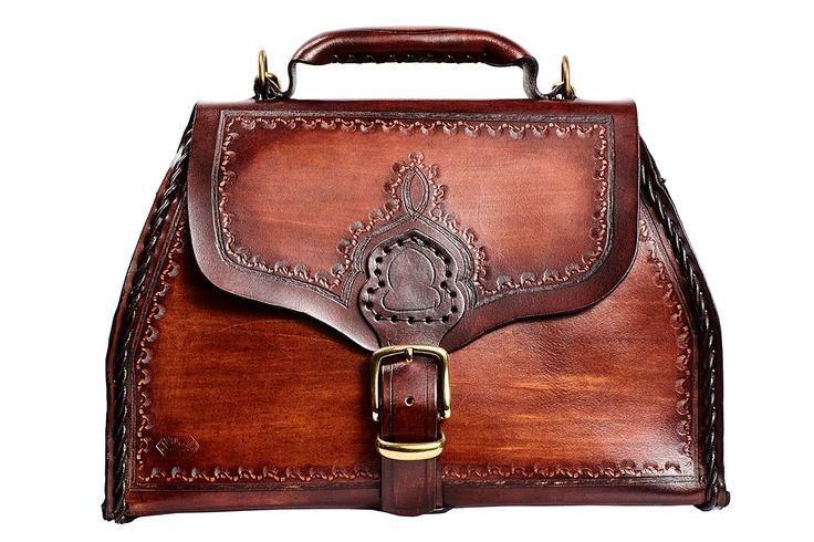 maletin medico,maletin medico  cuero,maletin hecho a mano,maletin artesania,maletin grabado,maletin piel vaca,bolso repujado de ManosNerja en Etsy https://www.etsy.com/es/listing/451391670/maletin-medicomaletin-medico