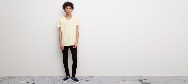 CAMISETA BÁSICA CUELLO PICO - BÁSICOS - HOMBRE - PULL&BEAR República Dominicanal. Less is more, only #Basic, #minilist