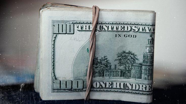 El empresario Ricardo Salinas Price, miembro de una de las familias más ricas de México y del mundo,  asegura que el dólar va rumbo a su valor verdadero frente al oro: que corresponde a cero.
