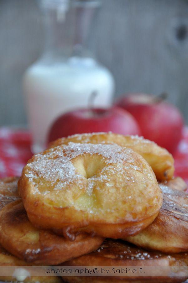 frittelle di mele. ricetta facile. dolce a base di frutta.