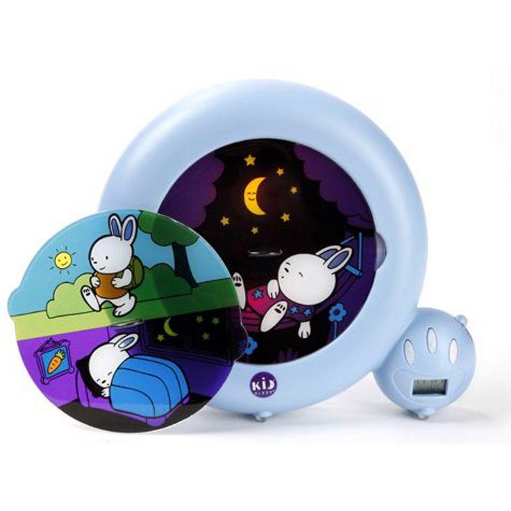 Natlampe der lyser svagt og fortæller barnet om det er dag eller nat. Man kan selv indstille hvornår den skal skifte. Der er også alarm i.
