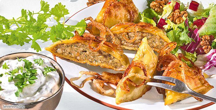 Rezept: Gebratene Maultaschen an bunten Blattsalaten