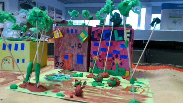 Taller de diseño y ciudad en Valdebebas, con Chiquitectos. Los niños se lo pasan genial, y aprenden.