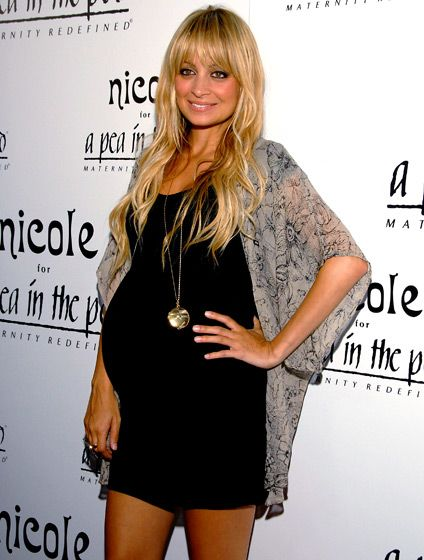 Cute look… #pregnancy #maternity #NicoleRichie
