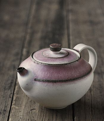 Teapot by Yasuko OzekiArtist: Yasuko Ozeki Made in JapanJapanese potter Yasuko Ozeki produces wheel thrown tableware and vessels at her work...