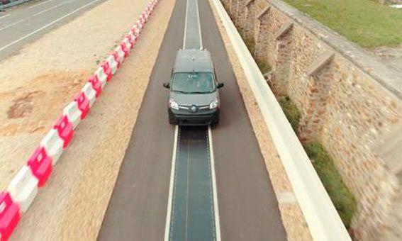 Renault trabaja en un proyecto de carga de vehículos eléctricos en movimiento con la colaboración deQualcomm Technologies y Vedecom