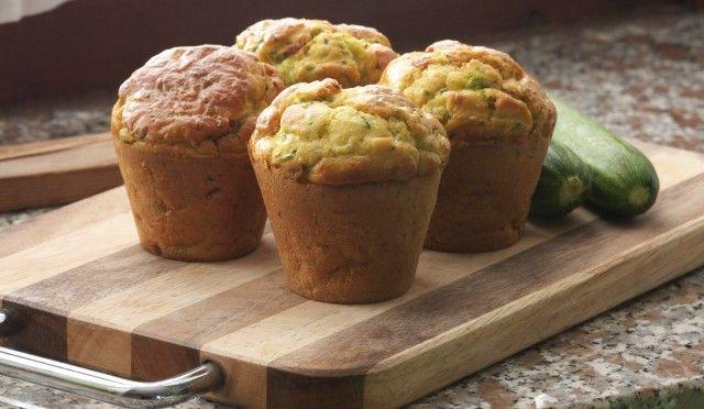 Come riutilizzare il pane avanzato? Preparando questi deliziosi muffin salati con insalata