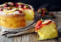 Torta fluffosa alle fragole e limone, dolce chiffon cake morbidissimo, semplice, ottimo per merenda, colazione con salsa di fragole, dolce soffice come un cuscino