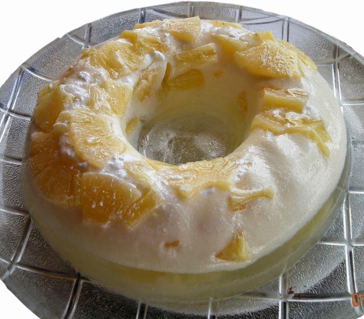 Ένα ελαφρύ, εύκολο και δροσιστικό γλυκό που παρασκεύασε η φίλη μου Μαριλένα. Υλικά 1 μεγάλη κονσέρβα ανανά, κρύα από το ψυγείο ...