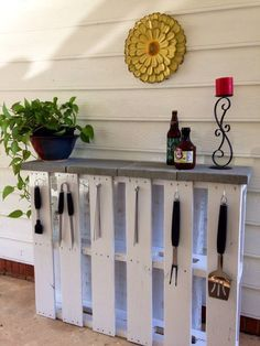 Outdoor Bar/Buffet table made out of pallet wood.