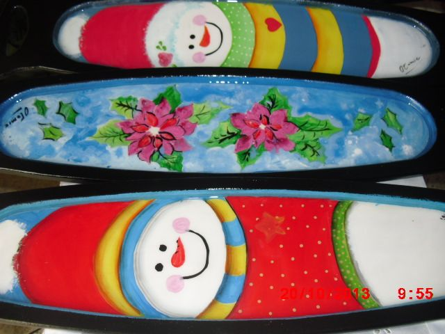 Bandejas ovaladas con motivos navide os pintados a mano for Bandejas de madera