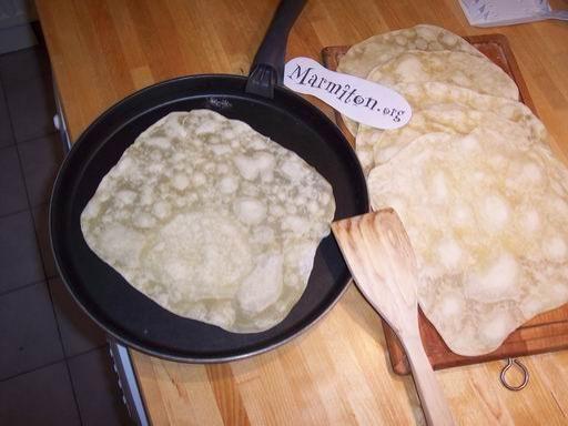 Tortillas - Farine + eau ou lait - Astuce : faire le mix dans une bouteillet et shaker