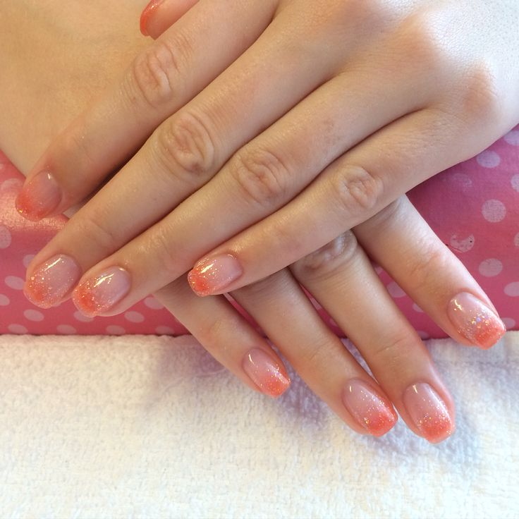 Orange ombré acrylic nails done at California Nails & Beauty Lounge #shellac #acrylicnails #akrylnegler #cnd #californianails #nailart #acrylic #akryl #negler #ombre #nails