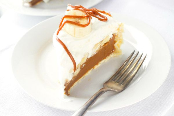 Easy recipe for Banoffee Pie- a banana- toffee pie made with homemade caramel toffee and homemade, sweetened whipped cream.