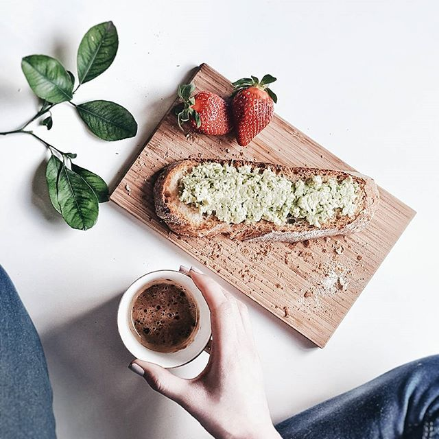 Late afternoon cuppa ☕ Smashed avocado with feta on white sourdough Vienna.