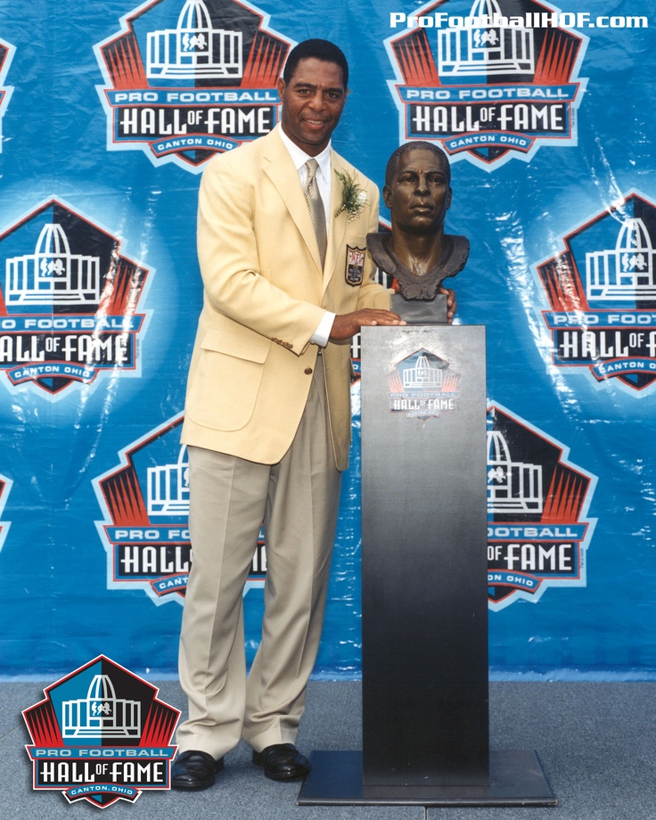 March 26, 1960 - Marcus Allen, Pro Football Hall of Fame Class of 2003, was born in San Diego, California. Click on image for his complete HOF bio.
