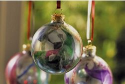 Christmas crafts with Krylon spray paints